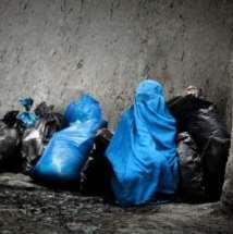 Muslimah dan kantong sampah